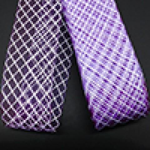 Фиолетовый с белой нитью
